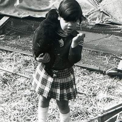 Monica de pequeña con perrito Sobre mi DreamCan Monica Diaz Trias Fotografía 2